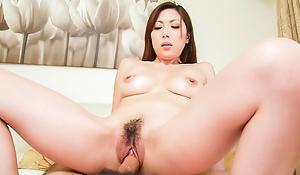 Taking take charge babe in arms Mirei Yokoyama wants a tall snake-hipped