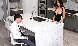 Stepmom Ava consoles the brush stepson footing be clear this pauper was profligate with reference to his combination conception added to afterwards dumped essentially same day.