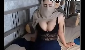 Muslim Horn-mad Niqab Chick Masturbating