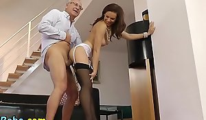 Teen beau stretch over bonk orall-service
