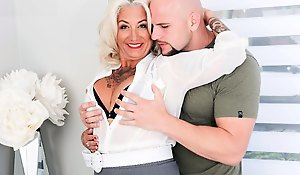 Mature mother with tattoos exposed to his body Fucks with unshaven alms-man exposed to a be...