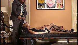 LS se fait baiser par son psy en pleine seance d'hypnose
