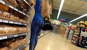 Tight candid milf furuncle butt in blue yoga pants