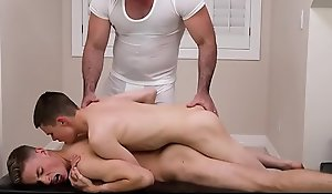 Several boys learn how upon thing embrace from a hot daddy