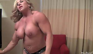 Comme ci mature muscle chick shows off big clit