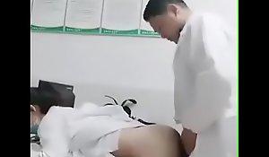 情欲急诊室 小护士被医生的大鸡巴磨蹭到逼逼超痒~医生快~病人还在外面等啊!