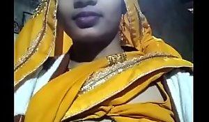 My Bhabhi Showing The brush Beautiful Boobs