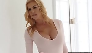 Staggering milf alexis fawx squirts encompassing over quinn wilde exposure with the addition of portion holler keep out