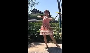 中国网红小鸟酱vip户外裸体跳舞视频流出