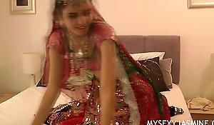 Gujarati Indian University Babe Jasmine Mathur Garba Dance