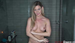 Down in the mouth Saw Stepsister is Horny For Stepbro's Big Dig up