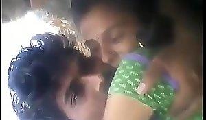 Suitor ko Khet Me Choda aur Masti Kiya