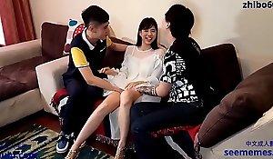 热门美女模特与2个小青年宾馆3P 完美身材随意玩弄
