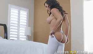 Our Queen Is About - Lisa Ann in her first Anal scene in 3