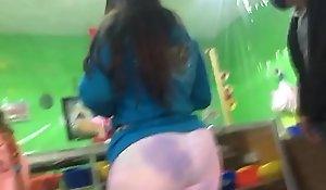 Madura Súper culona en leggins de colores