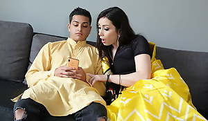 Cheating Indian Bhabhi gets the brush big Botheration drilled by Devar