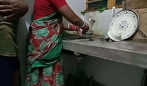 Kitchen Me Kaam Kar Rhi Saali Ko Jabardasti Choda Bedroom Me